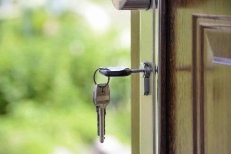 Schlüssel an Wohnungstür